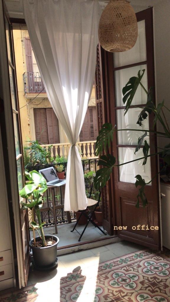 Amplia habitación con luz natural en barrio de Gra