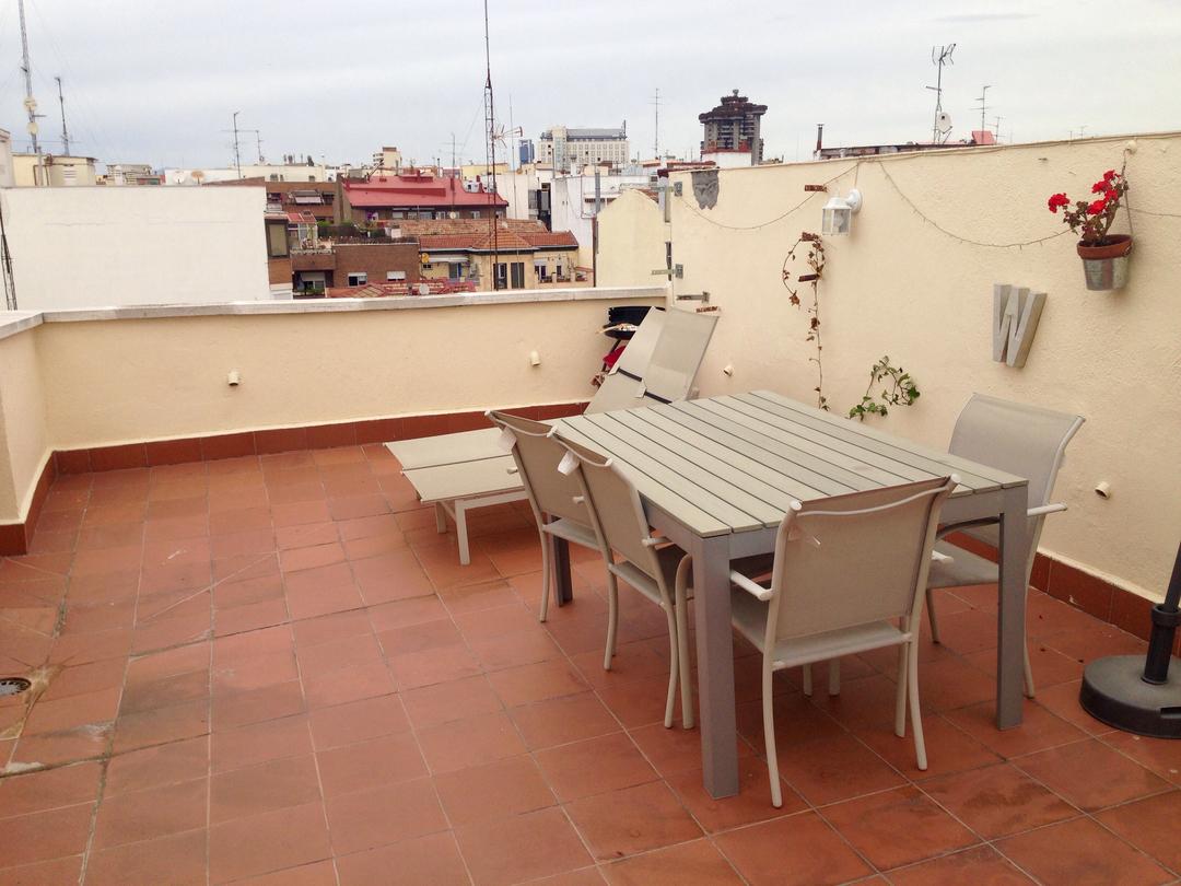 Habitaci n con cama doble en tico rent madrid badi - Busco habitacion para alquilar en madrid ...