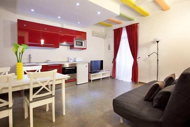Double bedroom with natural light in El Borne