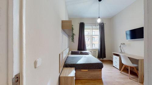 Habitación con TV con Netflix en Moncloa