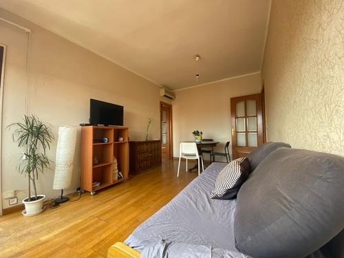 Piso de 3 habitaciones, con balcón, sagrada familia