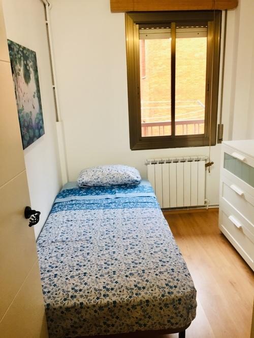 Habitación individual en piso acogedor en La Sagrera