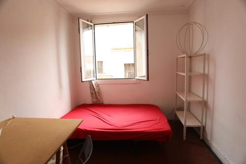 Habitación en piso compartido. Ático en el barri gòtic