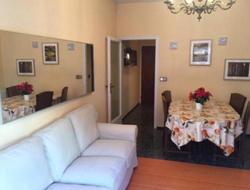 3-room flat with balcony in Sant Antoni ( center)