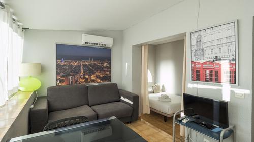Nice 1BR Apartment top neighbourhood(04)